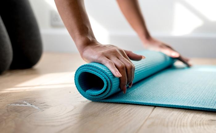 Så kan yoga förebyggaohälsa